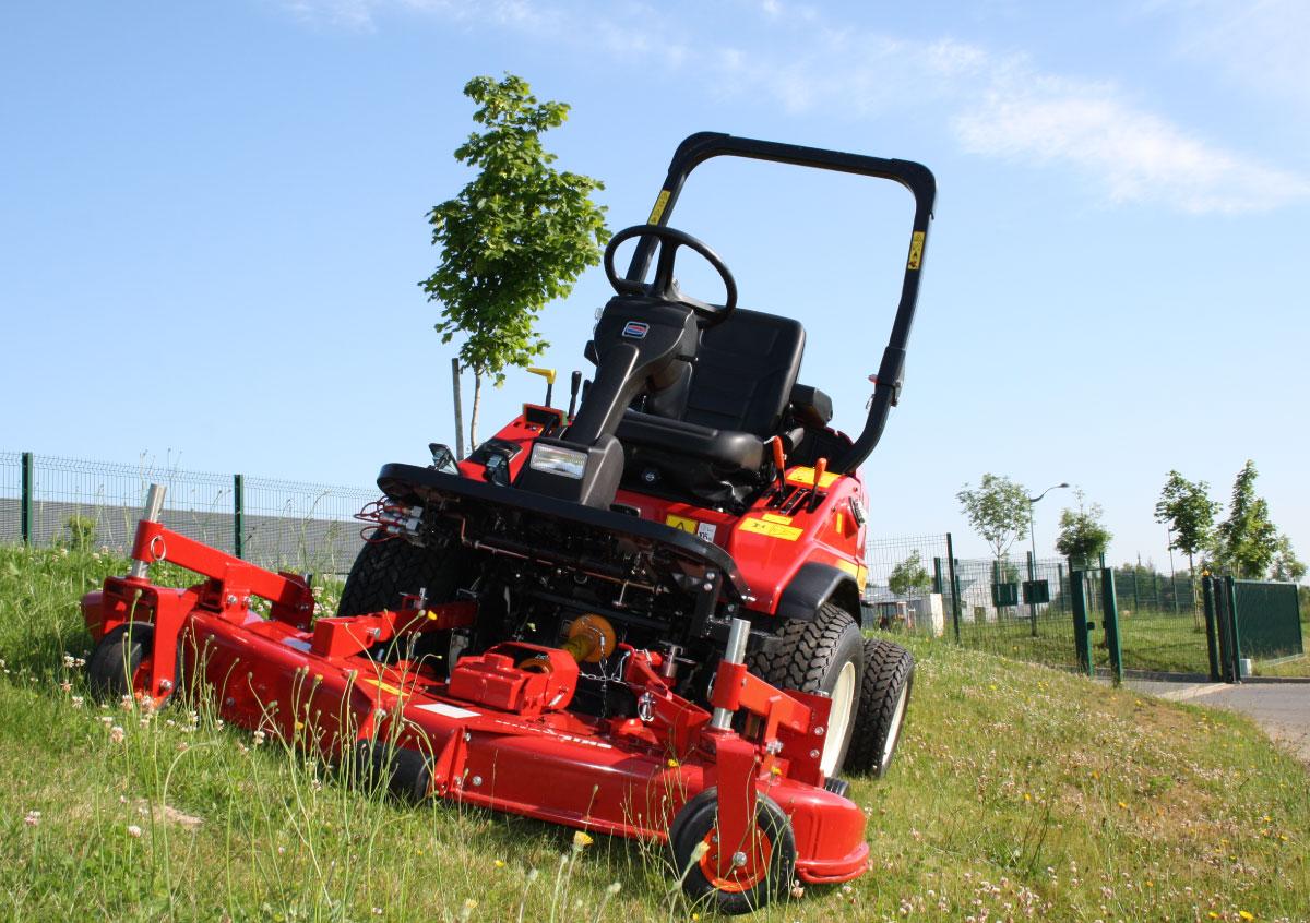 Shibaura : tondeuses frontales et tracteurs subcompacts robustes et polyvalents